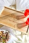 Столик для завтрака с именной гравировкой Традиционный