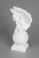 Фигурка садовая Ангелок на шаре