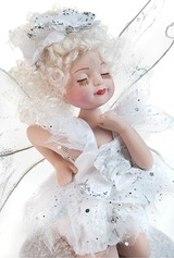 Кукла Ангелочек на снегу