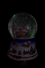 Украшение новогоднее светящееся и музыкальное Шар - Дом в лесу