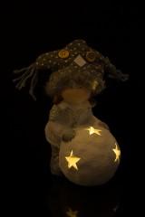 Украшение для интерьера светящееся Малышка со снежным шаром