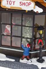 Украшение новогоднее светящееся, музыкальное и двигающееся Магазин подарков