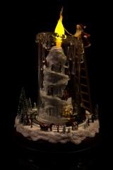 Украшение новог. светящ., музык. и двиг. Дед Мороз со свечой