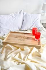 Столик для завтрака с именной гравировкой Доброе утро