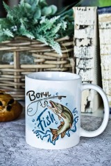 Кружка с вашим текстом «Born to fish»