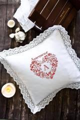 Наволочка декоративная с именной вышивкой Кружевное сердце