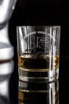 Стакан для виски с именной гравировкой «На пике удачи»