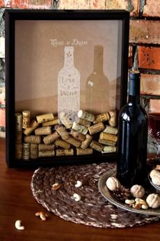 Рамка копилка для пробок с именной гравировкой «Любовь как вино»