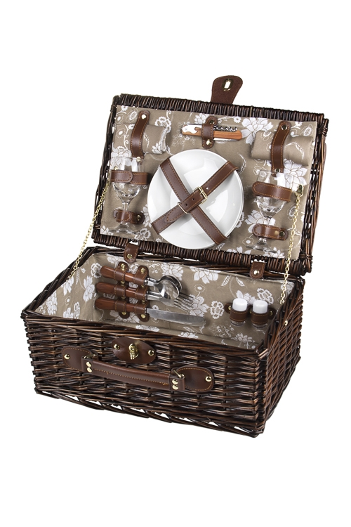 Набор-сундук для пикника СундукДача и Путешествия<br>Набор для пикника в плетеной корзине на 2 персоны. Цвет: темно-коричневый (вилки - 2шт, ложки - 2шт, ножи - 2шт, тарелки - 2шт, бокалы - 2шт, открывалка универсальная, набор для специй, салфетки - 2шт)<br>