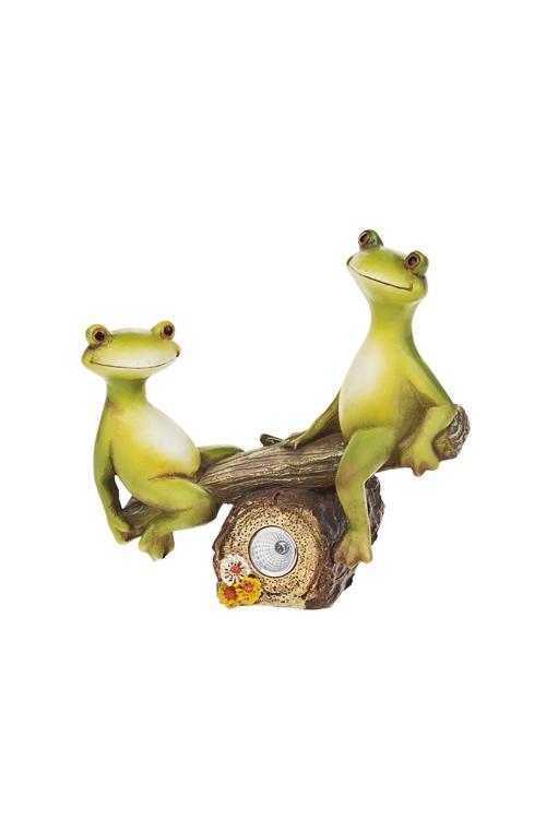 Фигурка садовая Лягушки на качеляхСадовые фигурки<br>20*12*18см, полирезин, с фонарем на солнечных батареях<br>