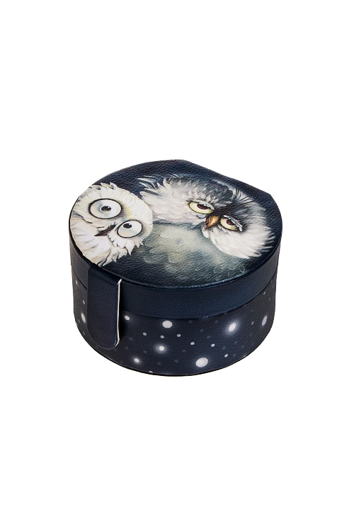 Шкатулка для ювелирных украшений Сонные совушкиШкатулки для украшений<br>12*11*6.5см, искусств. кожа, полиэстер<br>