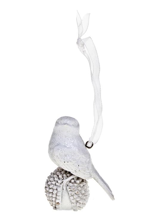 Украшение декоративное Птичка на шишкеЕлочные игрушки<br>Выс=6см, полирезин, белое, подвесное<br>