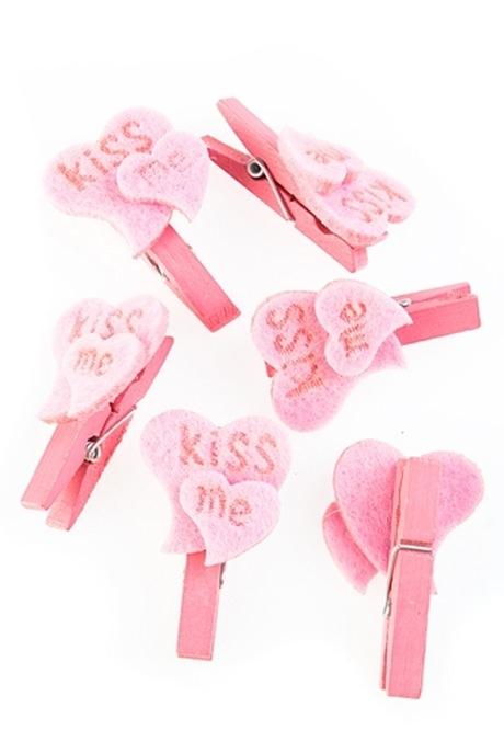 Сувенир ПоцелуйДекоративные прищепки<br>Выс=4.5см, дерев. св.-розовый, войлок, на прищепке<br>