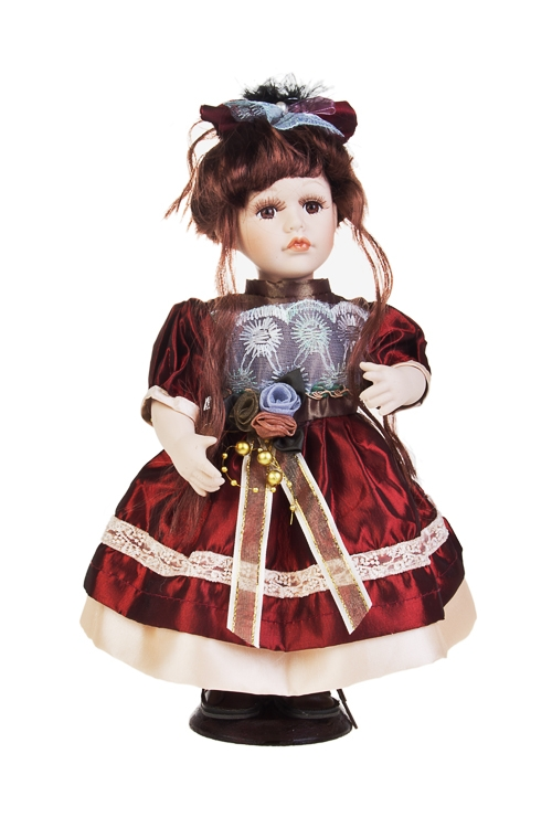 Кукла Кареглазая малышкаФарфоровые куклы<br>Выс=31см, фарфор, текстиль, в крем.-борд. платье, на подставке<br>