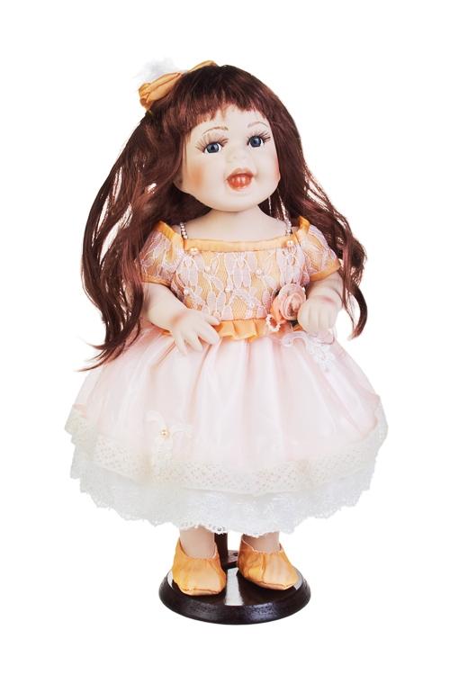 Кукла Смешная шатенкаПодарки на день рождения<br>Выс=38см, фарфор, текстиль, в персик. платье, на подставке<br>