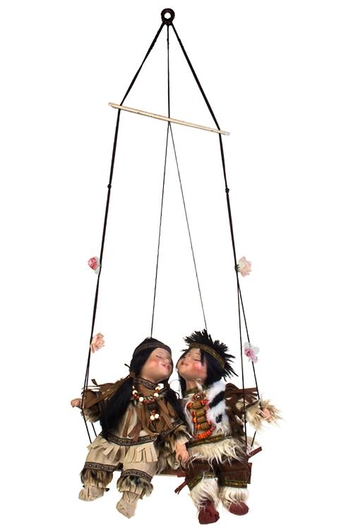 Набор кукол Индейцы на качеляхФарфоровые куклы<br>Выс=36см, фарфор. зелено-серый<br>