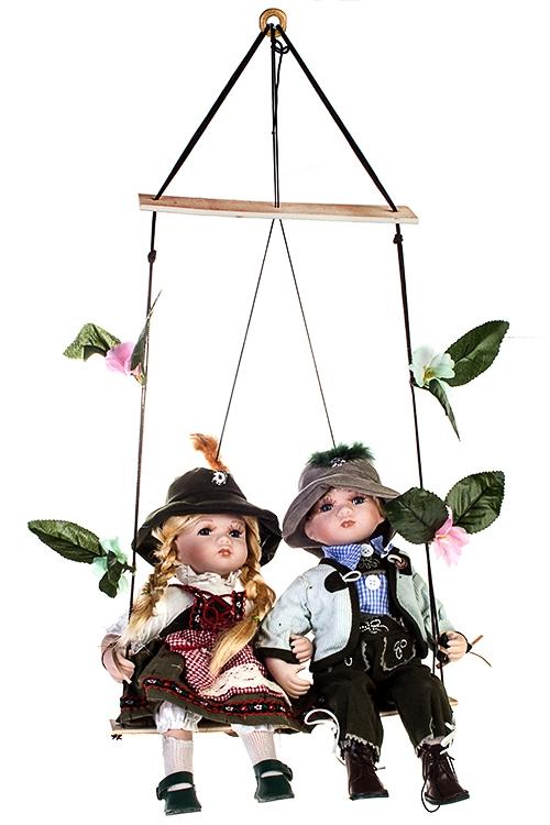 Набор кукол Баварская парочка на качеляхФарфоровые куклы<br>Выс=36см, фарфор, текстиль<br>