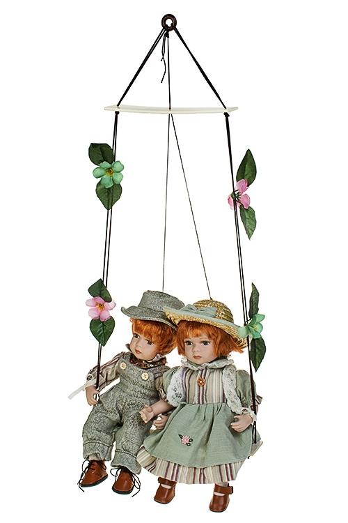 Набор кукол Влюбленные малыши на качеляхИгрушки и куклы<br>Выс=36см, фарфор, текстиль, зелено-беж.-серый<br>
