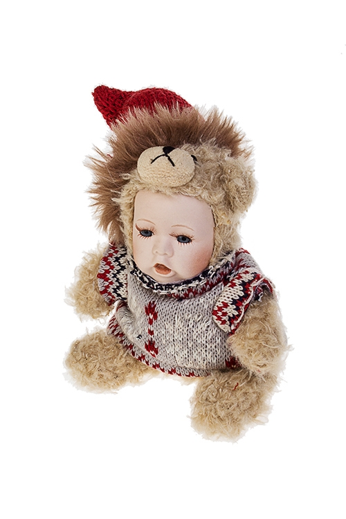 Кукла мягконабивная Маленький мишка в свитеркеИгрушки и куклы<br>Выс=17см, текстиль, фарфор, крем.-серо-красная<br>