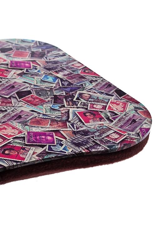 """Подставка для ноутбука с подушкой """"Почтовые марки"""" от Красный куб"""