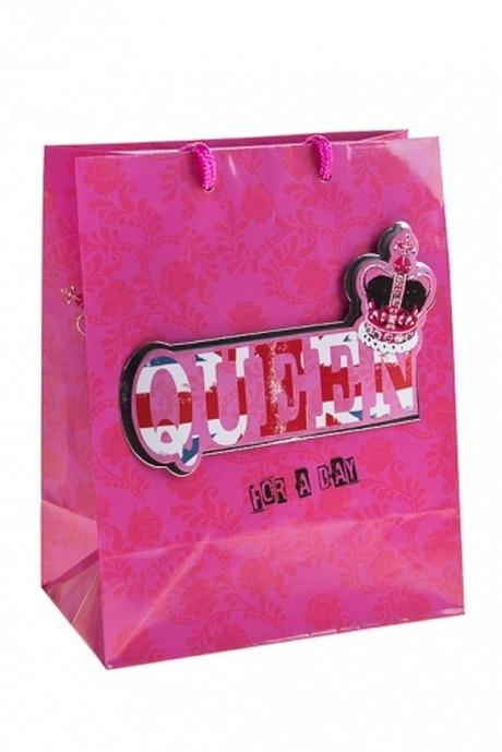 Пакет подарочный Королева на деньСувениры и упаковка<br>18*10*22.7см, бум., с декором<br>