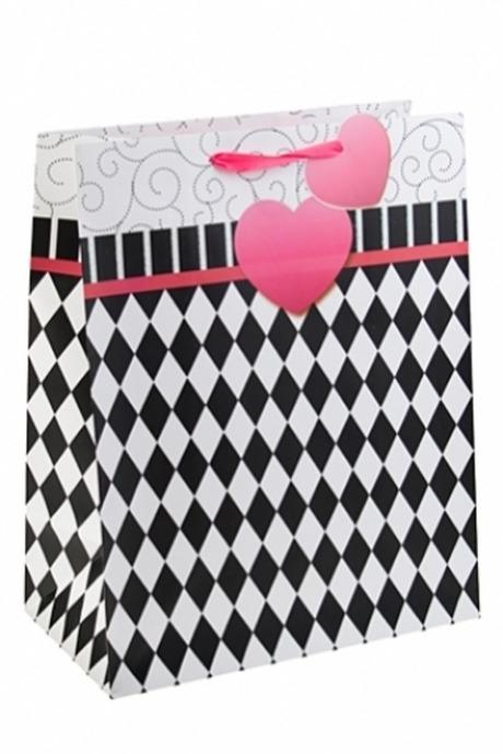 Пакет подарочный Сердце на ниточкеПакеты про Любовь<br>32.3*17.8*40.6см, бум., с декором<br>