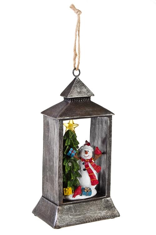 Украшение новогоднее светящееся Снеговик у елкиРазвлечения и вечеринки<br>Выс=24.5см, полирезин, на батар.<br>