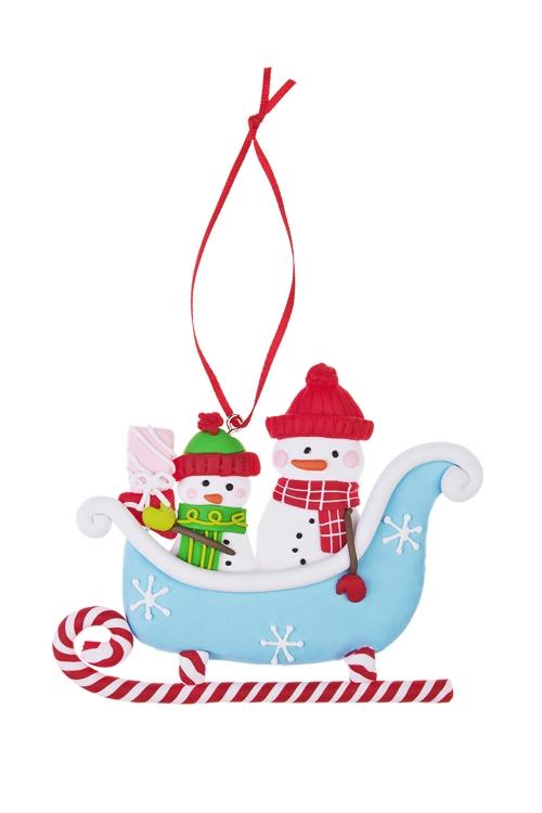 Украшение новогоднее Снеговики в саняхПодарки<br>Выс=11см, керам., подвесное<br>