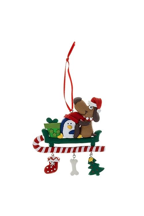 Украшение новогоднее Лучшие друзья на санкахДекоративные гирлянды и подвески<br>9*10см, пластм., подвесное<br>