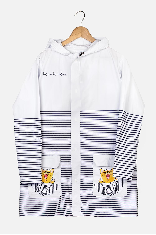 Плащ-дождевик Море-мяуПлащ-дождевик с капюшоном на кнопках. Спереди имеются два кармана. Сделан из специального водоотталкивающего материала. Свободный размер (подходит на российские размеры с 40 по 46).<br>