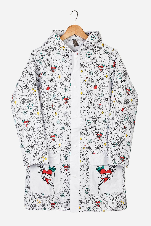 Плащ-дождевик ТатуПлащ-дождевик с капюшоном на кнопках. Спереди имеются два кармана. Сделан из специального водоотталкивающего материала. Свободный размер (подходит на российские размеры с 40 по 46).<br>