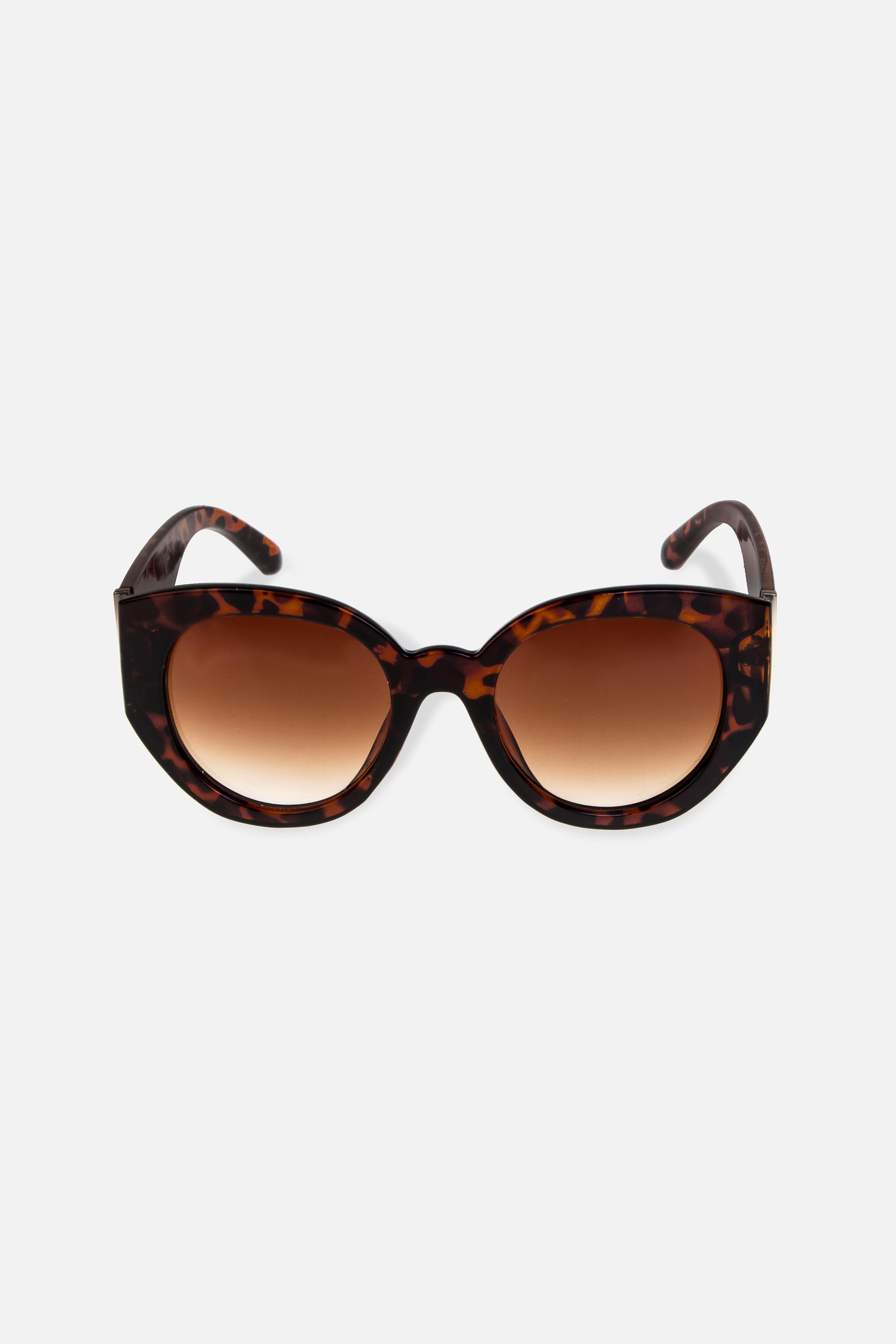 Очки солнцезащитные ДжулияРаспродажа Black Friday<br>Очки солнцезащитные. Высокая степень защиты от UV-излучения (UV400), степень затемнения 3. Материалы: пластик, металл. Защитный чехол и салфетка для линз в подарок<br>