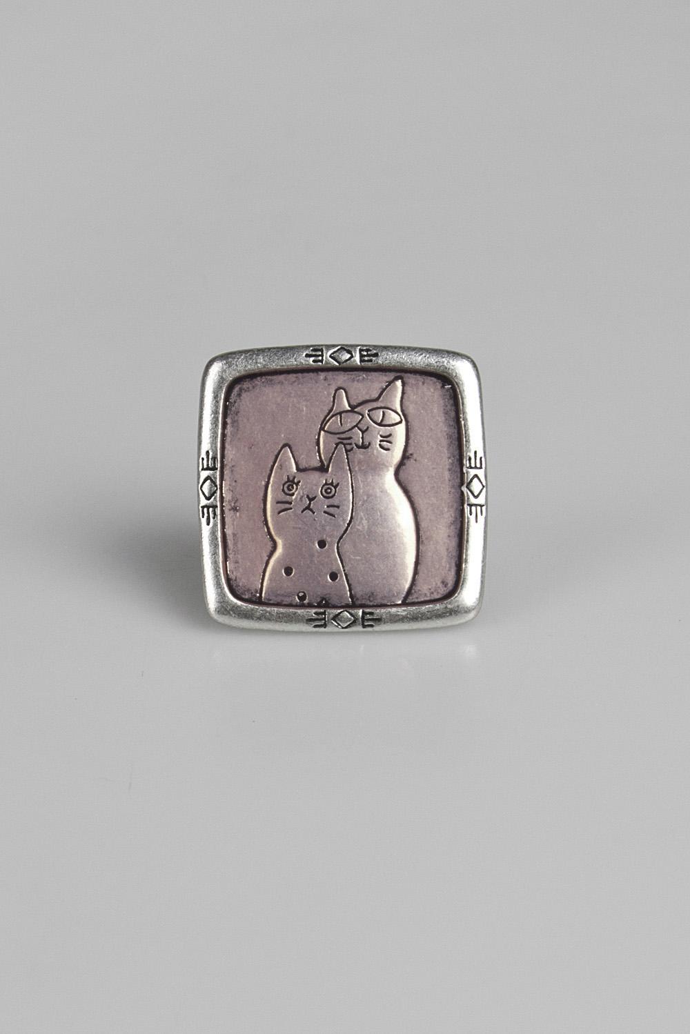 Кольцо КотыМеталл: гиппоаллергенный бижутерный сплав металлов, не содержащий никеля. Размер кольца регулируется.<br>