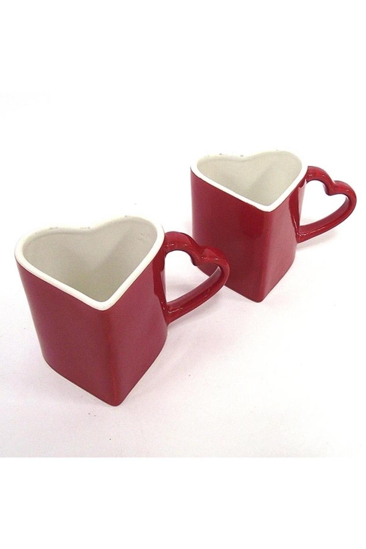 Набор кружек Сердца - Горячая любовьПосуда<br>Две керамические кружки высокого качества исполнения, покрыты красной глазурью. Размеры упаковки: 16.5х10х8.5 см. Размер 1 кружки: 12х10х8 см<br>