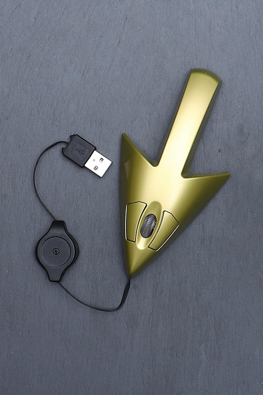 Компьютерная мышь СтрелкаУчеба и работа<br>Проводная оптическая USB-мышь версии 2.0 с подсветкой станет полезным и приятным подарком любому пользователю современной компьютерной техники. Модель подходит как для стационарных устройств, так и для ноутбуков. Компактна и позволяет работать в офисе, дома, в поездке. Обтекаемая форма обеспечивает максимум удобства во время работы. Бесшумное и плавное колесо прокрутки, легко сматываемый кабель. Материал: пластик  Размер упаковки: 24х11,5х5 см. Размер мыши: 9.5х5х3 см<br>