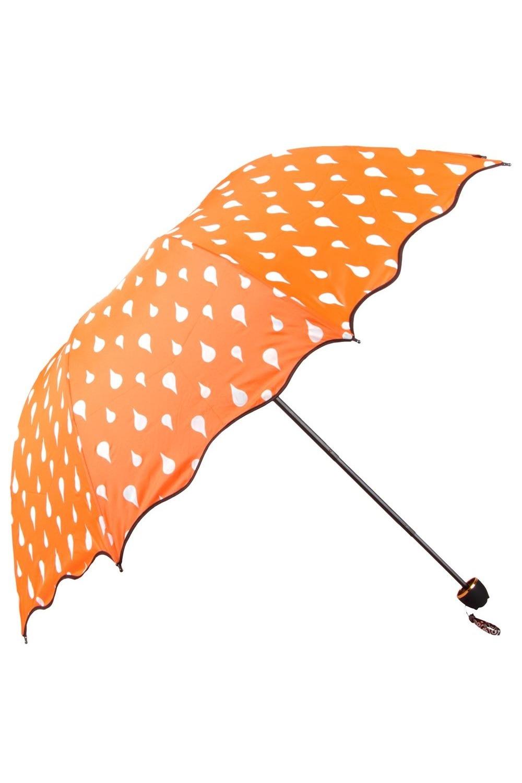 Зонт хамелеон Капельки оранжевыйПодарки<br>Уникальный складной механический зонт двойного сложения, меняющий рисунок под воздействием воды. Стоит только первым струям дождя коснуться поверхности купола, как на нем проявится цветное волшебство - белые капельки станут разноцветными и яркими. Окантовка купола фигурная, с чёрным кантом. Зонт хранится в тканевом чехле, защищающем от грязи. Материал: нейлон, пластик, металл Оригинальный зонт с ручным механизмом раскрытия. Упаковка - прозрачный пакет Размеры: 92 х 92 х 66 см. Размеры в сложенном состоянии: 30х6 см.<br>