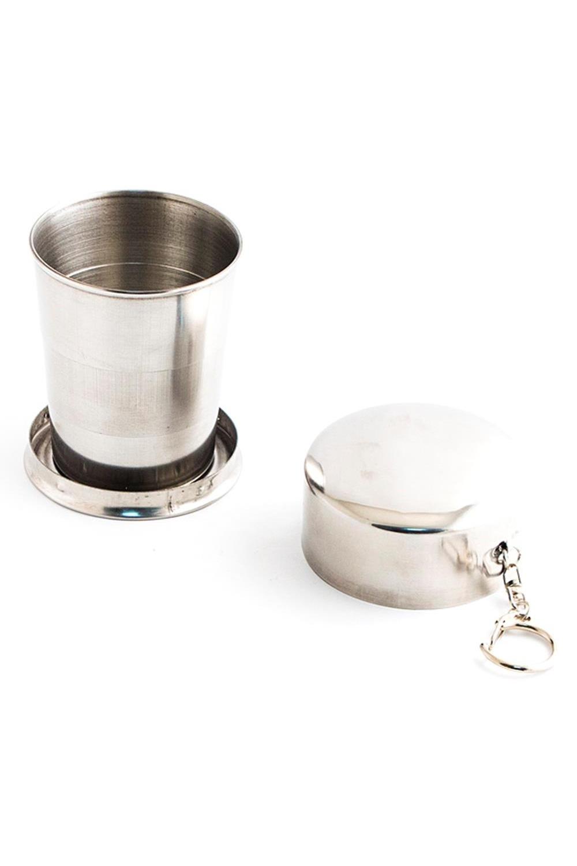 Складной металлический стаканчик 230 мл НержавейкаПосуда<br>Складной туристический стаканчик не занимает много места в багаже или кармане и всегда выручит, если нужно утолить жажду. Для использования необходимо снять крышку, перевернуть стаканчик вверх дном и хорошенько встряхнуть. Размеры изделия 8x7,8x7,8 см Материал - нержавеющая сталь.<br>