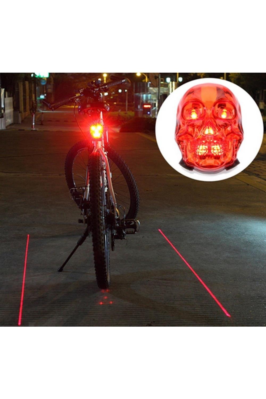 Светодиодные линии для велосипеда ЧерепИнтерьер<br>Задняя фара на велосипед с лазерной дорожкой в форме черепа придется по душе не мыслящим своей жизни без двухколесного друга и заботящимся о собственной безопасности и внешнем виде железного коня велолюбителям. Примечательно, что данный аксессуар является не просто оригинальным элементом дизайна, а выполняет важные функции габаритного фонаря велосипеда. Материал: пластиковый корпус<br>