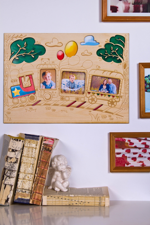 Коллаж с Вашим текстом и фото ПаровозикИнтерьер<br>Сувенир Коллаж - Кукольный домик,  30*45см, дерево, с Вашими фото и текстом<br>