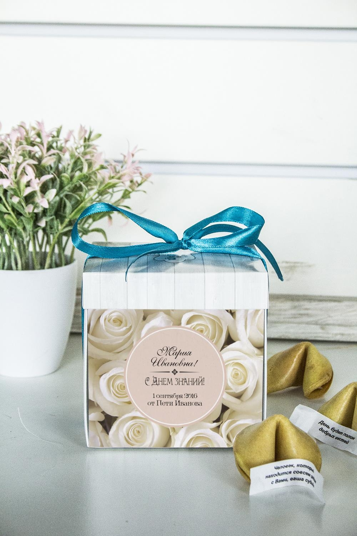 Печенье с предсказанием именное FlowersПодарки для женщин<br>Порадуйте близкого вам человека необычным, а главное вкусным подарком. В каждом печенье можно найти индивидуальное предсказание. В упаковке - 5 шт. Размер коробки: 10х10х10см<br>