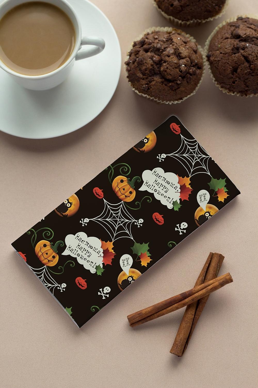 Шоколад с Вашим именем к ХэллоуинуСувениры и упаковка<br>Молочный шоколад с изюмом и орехами в персональной именной упаковке будет приятным сувениром для сладкоежки! Масса - 90г.<br>