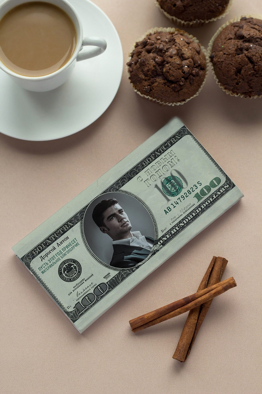 Шоколад с Вашим именем ДолларПодарки ко дню рождения<br>Молочный шоколад с изюмом и орехами в персональной именной упаковке будет приятным сувениром для сладкоежки! Масса - 90г.<br>