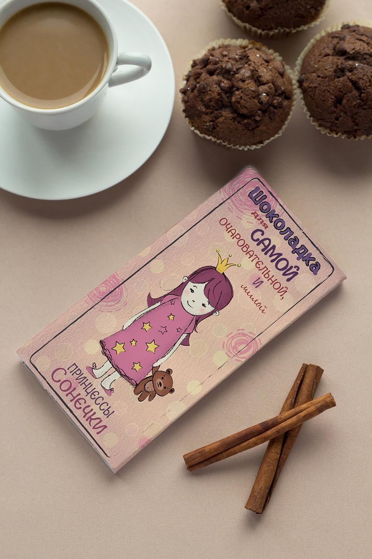 Шоколад с Вашим именем Для принцессыСладости<br>Молочный шоколад с изюмом и орехами в персональной именной упаковке будет приятным сувениром для сладкоежки! Масса - 90г.<br>