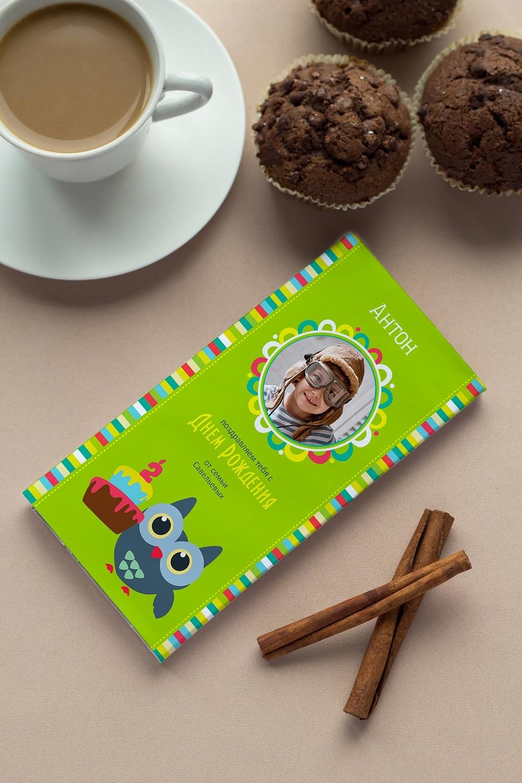 Шоколад с Вашим именем Веселый день рожденияСувениры и упаковка<br>Молочный шоколад с изюмом и орехами в персональной именной упаковке будет приятным сувениром для сладкоежки! Масса - 90г.<br>