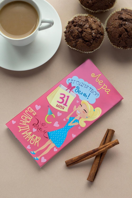 Шоколад с Вашим именем День блондинокСувениры и упаковка<br>Молочный шоколад с изюмом и орехами в персональной именной упаковке будет приятным сувениром для сладкоежки! Масса - 90г<br>