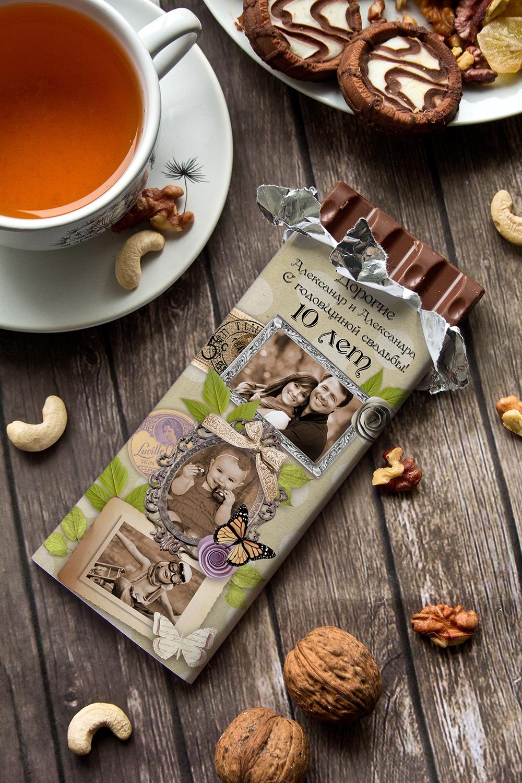 Шоколад с Вашим именем Shabby ChicСладости с вашим текстом<br>Молочный шоколад с изюмом и орехами в персональной именной упаковке будет приятным сувениром для сладкоежки! Масса - 90г.<br>