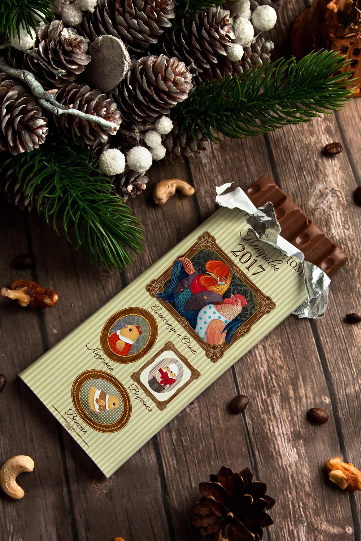 Шоколад с Вашим именем Наша семьяПодарки для женщин<br>Молочный шоколад с изюмом и орехами в персональной именной упаковке будет приятным сувениром для сладкоежки! Масса - 90г.<br>