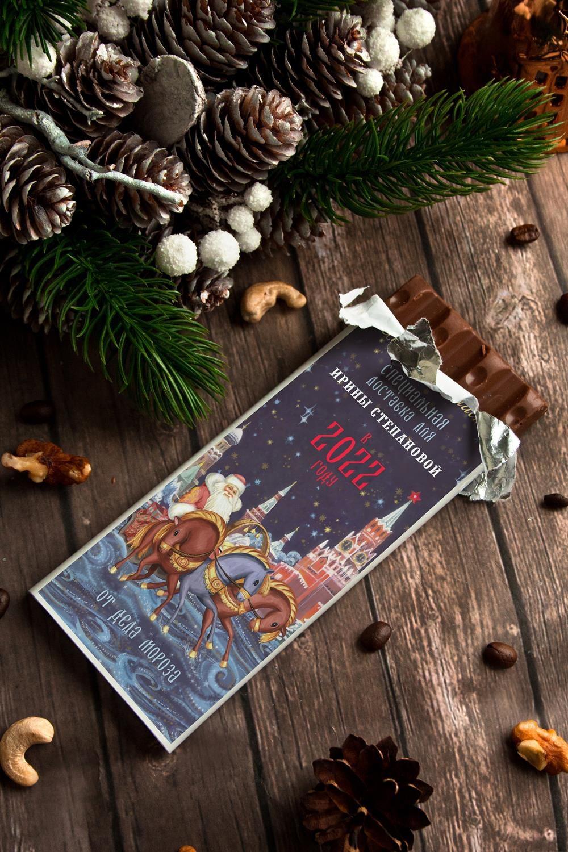 Шоколад с Вашим именем Кремлевский подарокСувениры и упаковка<br>Молочный шоколад с изюмом и орехами в персональной именной упаковке будет приятным сувениром для сладкоежки! Масса - 90г.<br>
