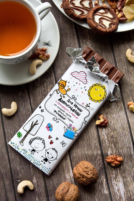 Шоколад с Вашим именем Детская коллекцияСувениры и упаковка<br>Молочный шоколад с изюмом и орехами в персональной именной упаковке будет приятным сувениром для сладкоежки! Масса - 90г.<br>