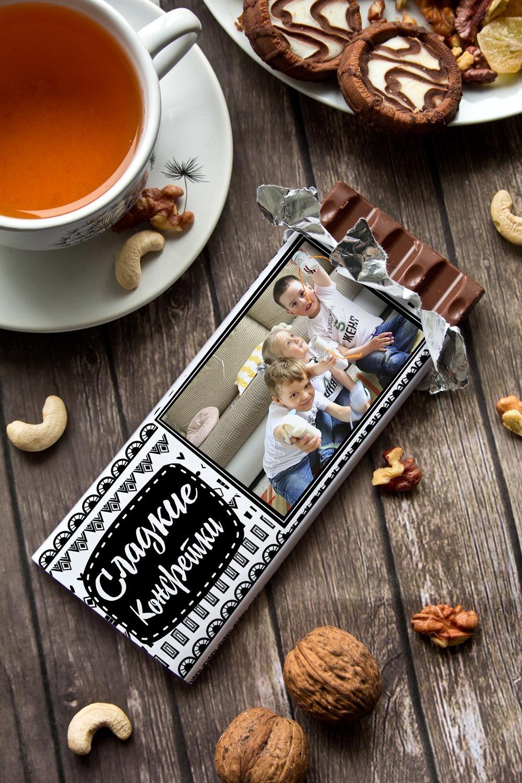 Шоколад с Вашим именем Сладкие конфеткиПодарки маме<br>Молочный шоколад с изюмом и орехами в персональной именной упаковке будет приятным сувениром для сладкоежки! Масса - 90г.<br>